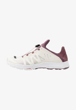 AMPHIB BOLD - Neutral running shoes - vanilla ice/winetasting/white
