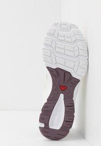 Salomon - AMPHIB BOLD - Neutral running shoes - vanilla ice/winetasting/white - 4