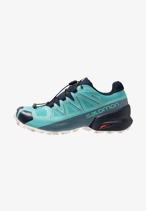 SPEEDCROSS 5 GTX - Trail running shoes - meadowbrook/navy blazer/white san