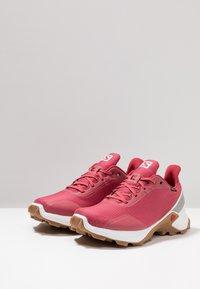 Salomon - ALPHACROSS GTX - Neutral running shoes - garnet rose/white - 2