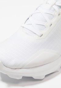 Salomon - ALPHACROSS - Trail running shoes - white - 5