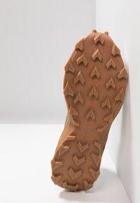 Salomon - ALPHACROSS - Trail running shoes - burnt olive/white - 4
