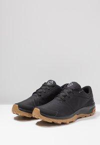 Salomon - OUTBOUND GTX - Hiking shoes - black - 2