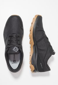 Salomon - OUTBOUND GTX - Hiking shoes - black - 1