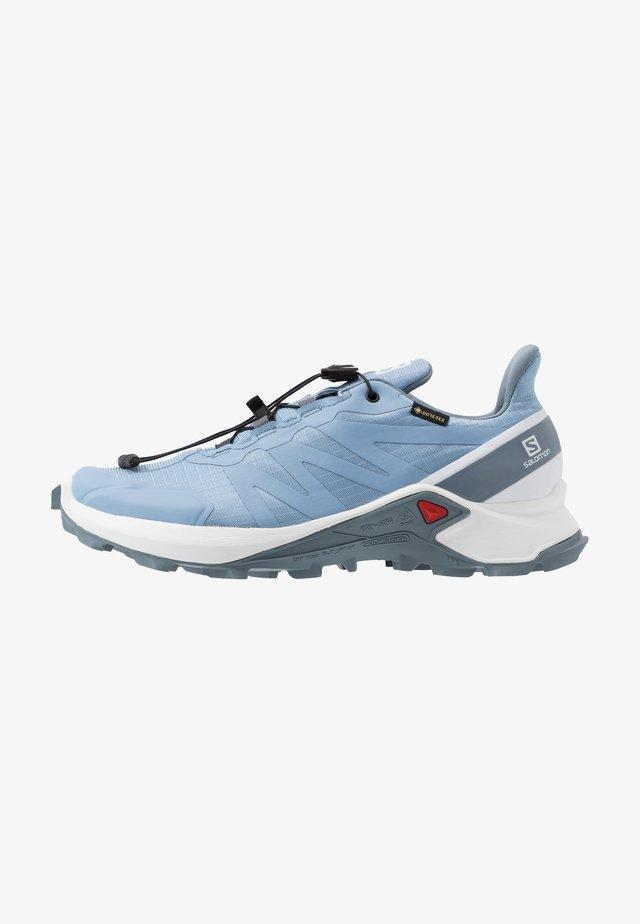 SUPERCROSS GTX - Obuwie do biegania Szlak - forever blue/white/flint stone