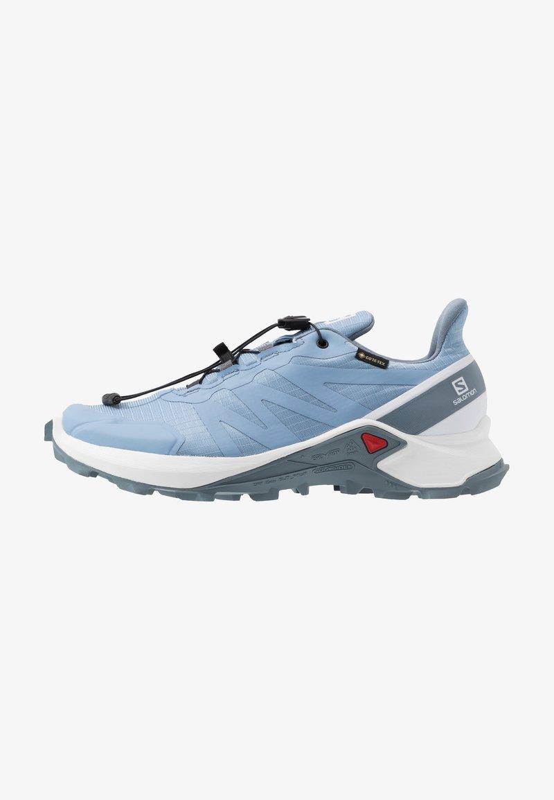 Salomon - SUPERCROSS GTX - Zapatillas de trail running - forever blue/white/flint stone