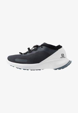 SENSE FEEL - Zapatillas de trail running - india ink/white/flint stone
