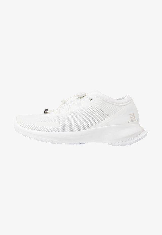 SENSE FEEL - Trail running shoes - white