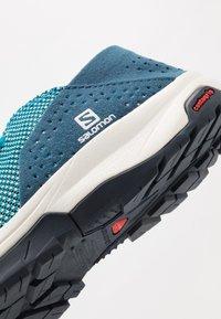Salomon - TECH LITE - Walking trainers - icy morn/poseidon/navy blazer - 5