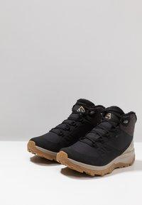 Salomon - OUTSNAP CSWP - Fjellsko - black/vintage kaki - 2