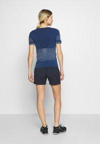 Salomon - ELEVATE MOVE ON TEE - Print T-shirt - dark denim - 2