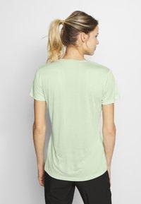 Salomon - AGILE TEE - Print T-shirt - seacrest/white/heather - 2