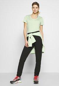 Salomon - AGILE TEE - Print T-shirt - seacrest/white/heather - 1