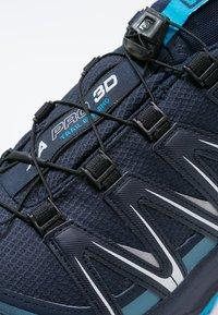 Salomon - XA PRO 3D GTX - Zapatillas de trail running - navy blazer/hawaiian ocean/dawn blue - 5