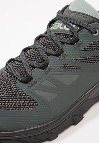 Salomon - OUTLINE GTX - Hiking shoes - urban chic/black/green milieu - 5