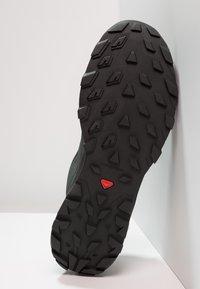 Salomon - OUTLINE GTX - Hiking shoes - urban chic/black/green milieu - 4