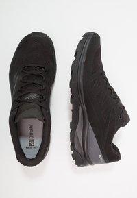 Salomon - OUTLINE GTX - Chaussures de marche - black/phantom/magnet - 1