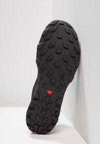 Salomon - OUTLINE GTX - Chaussures de marche - black/phantom/magnet - 4
