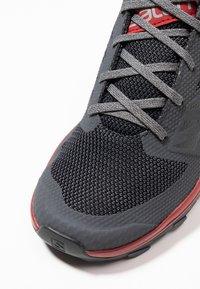 Salomon - OUTLINE - Chaussures de marche - ebony/red dahlia/frost gray - 5
