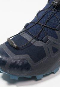 Salomon - SPEEDCROSS 5 - Laufschuh Trail - navy blazer/ebony/bluestone - 5