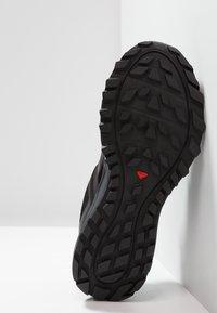 Salomon - TRAILSTER - Zapatillas de trail running - phantom/black/magnet - 4