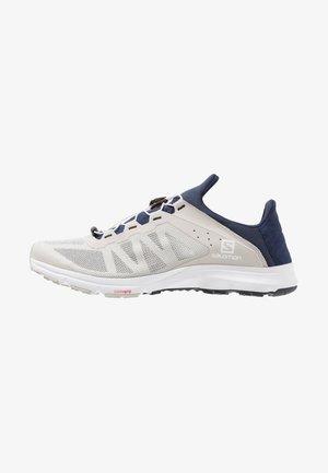 AMPHIB BOLD - Hiking shoes - vapor blue/navy blazer/white