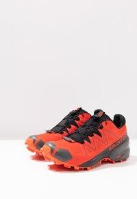 Salomon - SPEEDCROSS 5 GTX - Zapatillas de trail running - valiant poppy/black/cherry tomato - 2