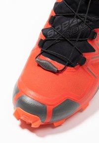 Salomon - SPEEDCROSS 5 GTX - Zapatillas de trail running - valiant poppy/black/cherry tomato - 5