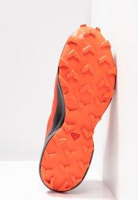 Salomon - SPEEDCROSS 5 GTX - Zapatillas de trail running - valiant poppy/black/cherry tomato - 4