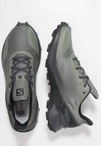 Salomon - ALPHACROSS GTX - Obuwie do biegania Szlak - castor gray/ebony/black - 1
