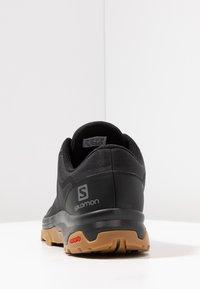 Salomon - OUTBOUND GTX - Zapatillas de senderismo - black - 3