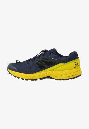 XA ELEVATE 2 GTX - Běžecké boty do terénu - navy blazer/citronelle