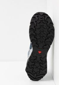 Salomon - X RAISE GTX - Hiking shoes - india ink/flint stone/quarry - 4