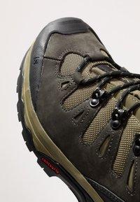 Salomon - QUEST 4D 3 GTX - Hiking shoes - grape leaf/peat/burnt olive - 5