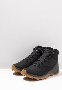 Salomon - OUTSNAP CSWP - Zimní obuv - black/ebony - 2