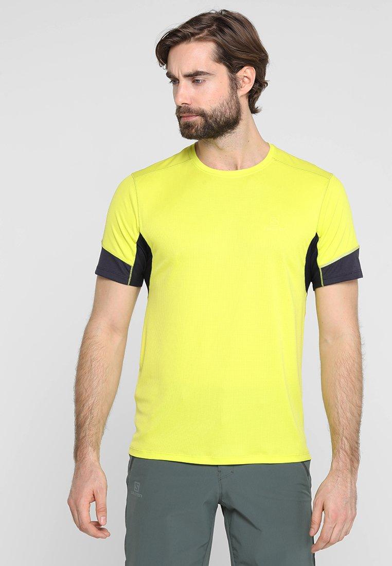 Salomon - AGILE TEE - Print T-shirt - sulphur spring/night sky