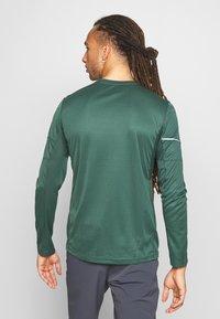 Salomon - AGILE TEE - Sports shirt - green gables - 2
