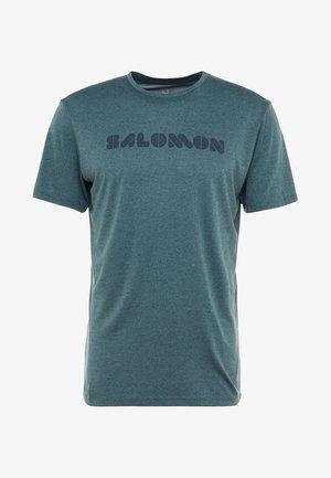 AGILE GRAPHIC TEE  - T-shirt imprimé - green