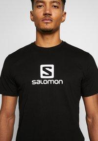 Salomon - LOGO TEE - Triko spotiskem - black/white - 5