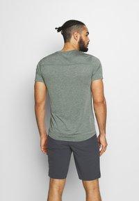 Salomon - EXPLORE TEE - Print T-shirt - balsam green - 2