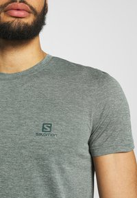 Salomon - EXPLORE TEE - Print T-shirt - balsam green - 4