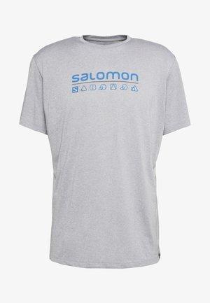 AGILE GRAPHIC TEE  - Camiseta estampada - alloy/white/heather