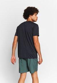 Salomon - AGILE GRAPHIC TEE  - T-shirt med print - black/heather - 2