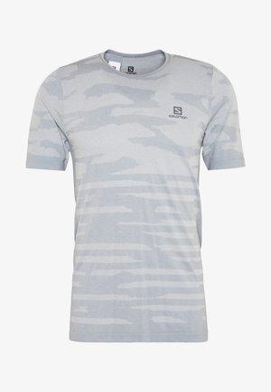 CAMO TEE - Print T-shirt - alloy/heather