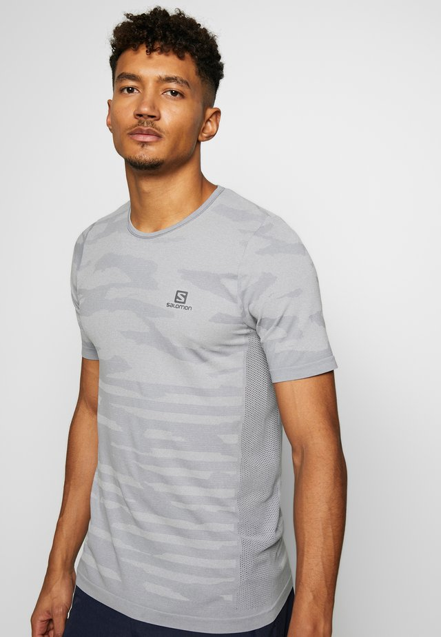 CAMO TEE - T-shirt con stampa - alloy/heather