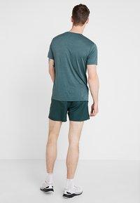 Salomon - AGILE SHORT  - Pantalón corto de deporte - green gables - 2