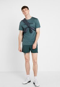 Salomon - AGILE SHORT  - Pantalón corto de deporte - green gables - 1