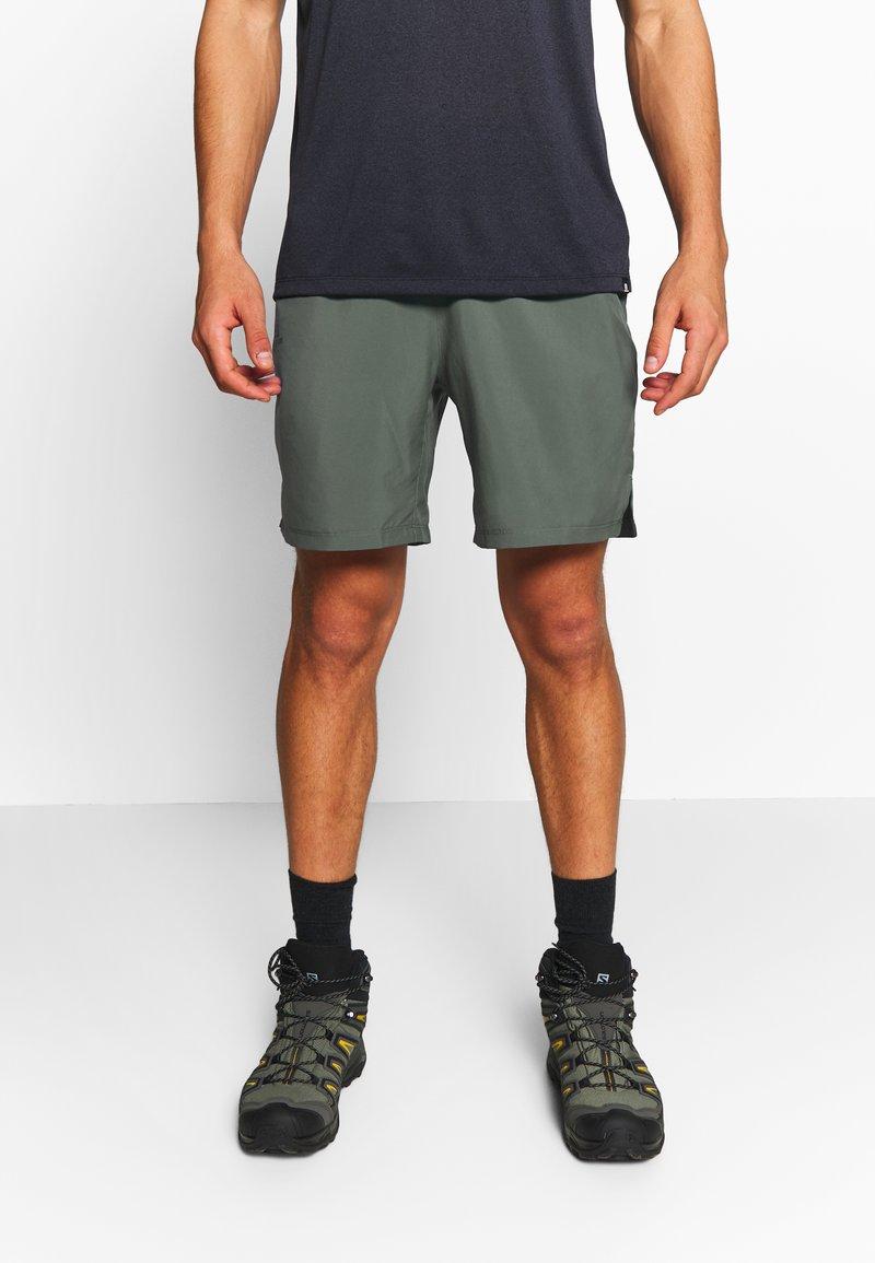 Salomon - TRAINING SHORT - Korte sportsbukser - balsam green