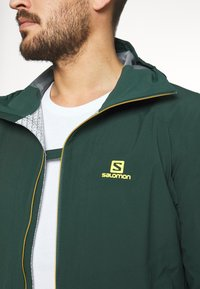 Salomon - OUTLINE - Hardshell jacket - green gables/lemon curry - 4