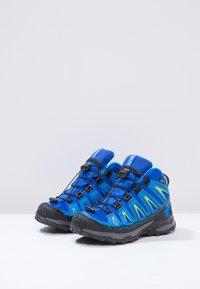 Salomon - X-ULTRA MID GTX - Outdoorschoenen - bleu/noir - 2